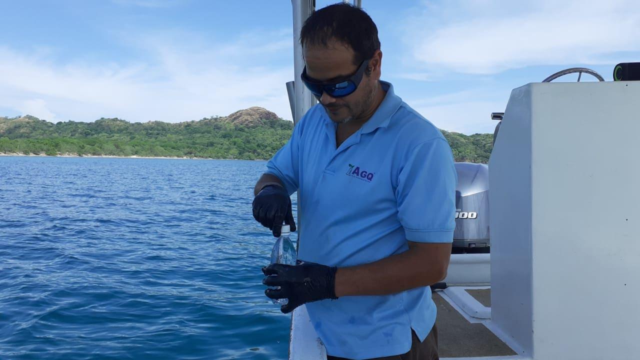 Muestreo de aguas marinas en Costa Rica